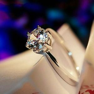 Jewelry - Silver CZ Claw Style Ring